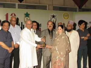 Mrs. Sadia Rashid, Chairperson, Hamdard Laboratories   (Waqf ) Pakistan receiving Consumers Choice Award on Rooh Afza from  Chairman Senate Mian Raza Rabbani at 10 Consumers Choice Award 2014 at a local hotel. Kaukab Iqbal, Chairman, Consumers Association of Pakistan and other are present on this occasion.